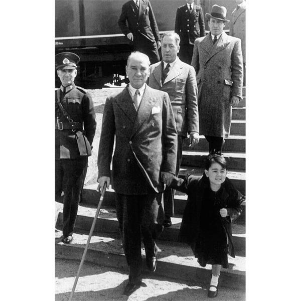 Atatürk Çocuk Sevgisi Posteri
