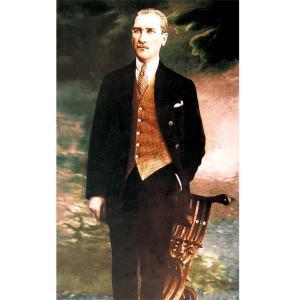 Takım Elbiseli Eli Cebinde Atatürk Posteri